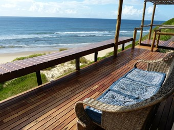 Veranda bij Blue Footprints Eco Lodge